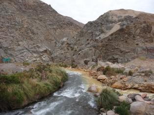 DSC04770 2017-04-08 torrent à la frontière chilienne juntas del toro